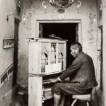 Martin Chambi, Organista nella cappella di Tinta, Cusco, 1935 ca.