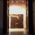 Veduta della mostra Sfogliare Stanze (Parma, 2014), particolare dell'ingresso / View of the exhibition Browsing Rooms (Parma, 2014) detail of the hall
